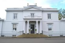 2 bedroom Flat in Annanhill House...