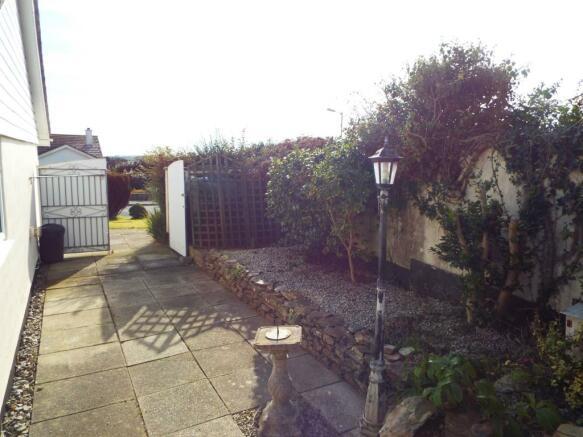 Garage & Garden