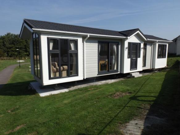 2 bedroom mobile home for sale in light house park trevelgue porth newquay cornwall tr8