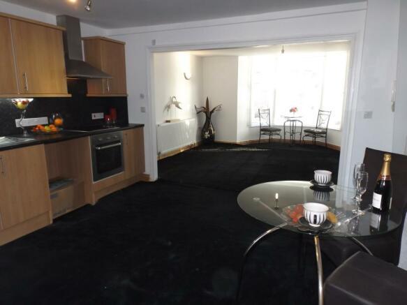 Lounge/Kitchen/Dinin