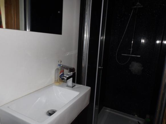 En Suite Shower/Cloa