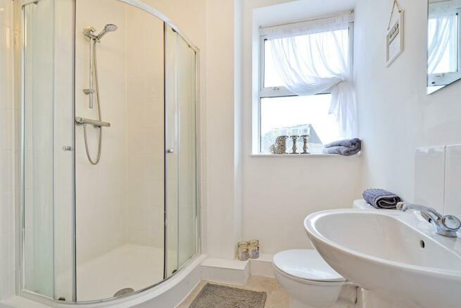 En-suite Shower/Cloa