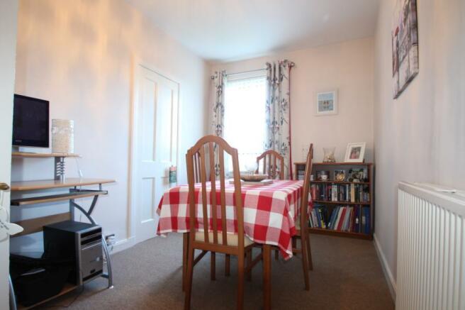 Bedroom/ Dining Room