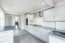 4 bedroom Terraced property to rent in Lyndhurst Grove, Peckham