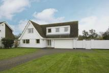 Detached home in Kings Avenue...