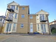 Flat to rent in Lavinia Court...
