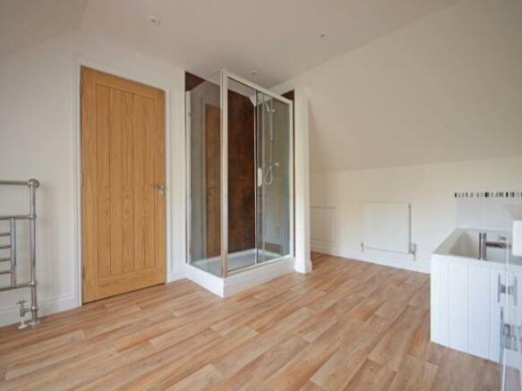 En-suite (Bedroom 2)