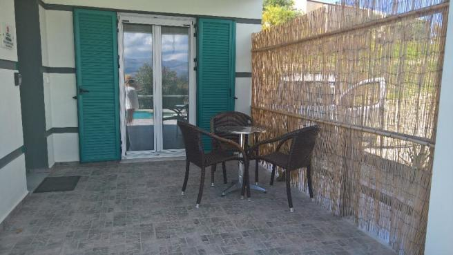 Covered porch 2 bed