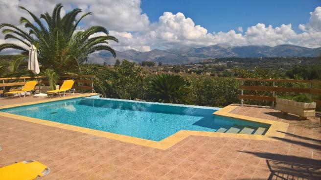 3 bed infinity pool