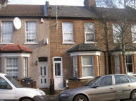 2 bed Maisonette to rent in Elm Park Road, London...
