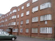 3 bedroom Flat to rent in Lea Bridge Road, London...