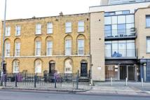 2 bed Flat in Commercial Road...