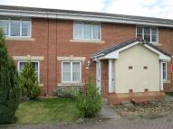 Town House to rent in Windsor Close...