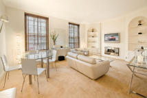 Apartment in Lowndes Square...