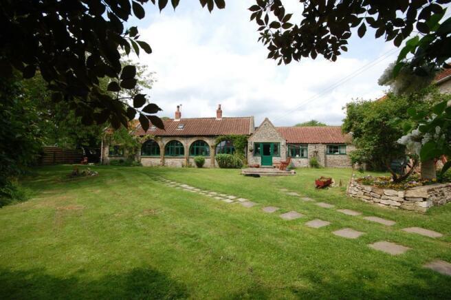3 bedroom detached house for sale in tensing appleton le moors kirkbymoorside york yo62 6tf