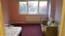 Studio flat to rent in Kirby Estate...