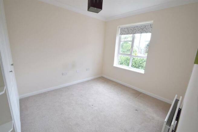 26 Sunningdale bedroom 2.jpg