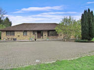 4 bed Detached Bungalow in Shepperton, TW17