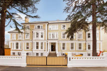2 bedroom Apartment to rent in Surbiton