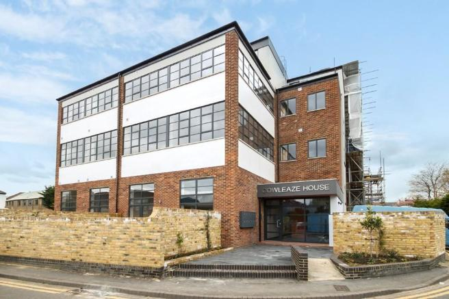 2 bedroom apartment for sale in cowleaze road kingston upon thames kt2