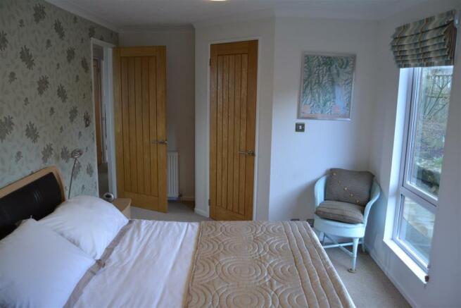 Bedroom 1 v2.JPG