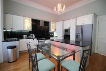 Flat in Abbotsford Crescent - 2...