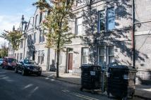 2 bed Flat to rent in Wallfield Crescent