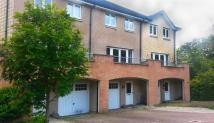 Town House to rent in Frater Place