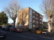 Apartment to rent in Grove Hill, London, E18