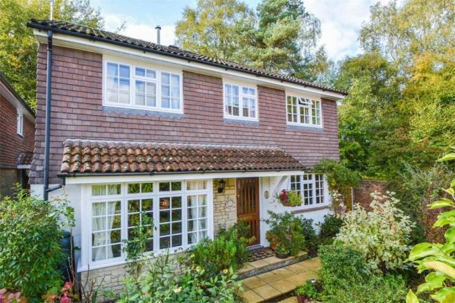 3 Bedroom Detached House For Sale In Meadow End LIPHOOK