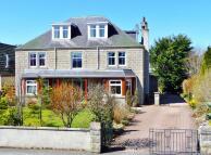 8 bed Detached property in Heathfield Road...