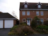 Town House to rent in Marshall Close Thorpe...