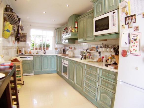 R873 kitchen