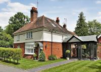 4 bedroom home in Nanhurst Park, Cranleigh