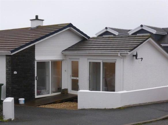 3 bedroom detached bungalow to rent in polwithen drive for Tre bay garage