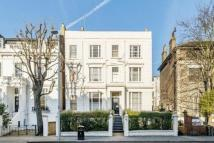 Studio apartment in Pembridge Villas, London