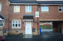 Town House to rent in Crystal Close...