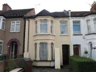 Maisonette to rent in Parkfield Road, Harrow...
