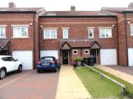 Town House to rent in Bishops Close, Belmont...