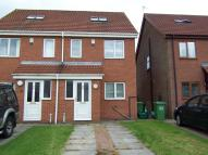 Town House to rent in Harwood Court...