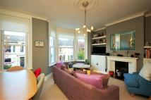 Flat to rent in Leighton Gardens...