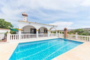 Swimming pool + villa