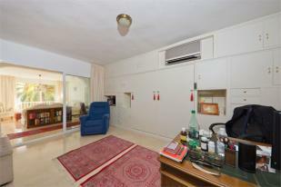 Thris bedroom - office
