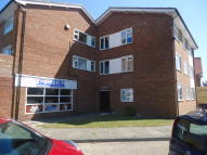 2 bed Flat to rent in Connaught Avenue...