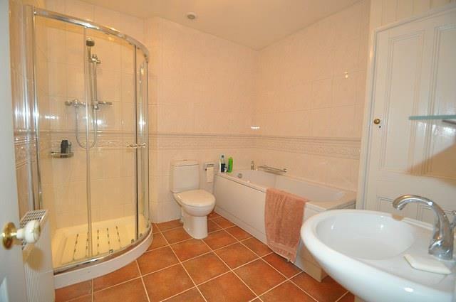 Albany Rd (Maisonette) Bathroom.jpg