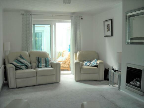 35 Shute living room.jpg