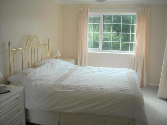 35 Shute bed 1.jpg