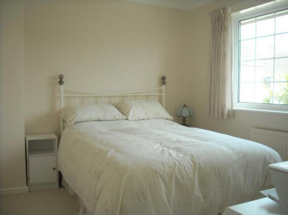 35 Shute bedroom2.jpg