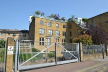 2 bedroom Flat in Gowers Walk...