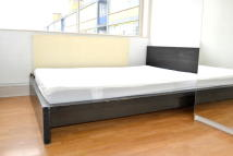 2 bed Flat to rent in Long Street, Old Street...